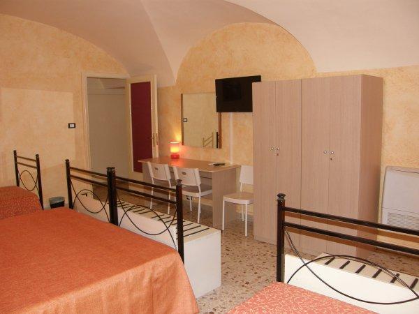 Gattopardo House (ex HostelRooms Catania)