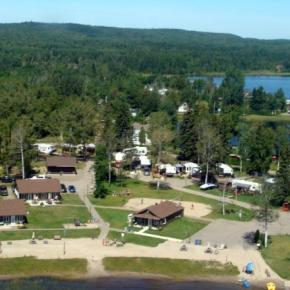 호스텔 - The Cottages Baie Cascouia and BnB Au bord du Lac