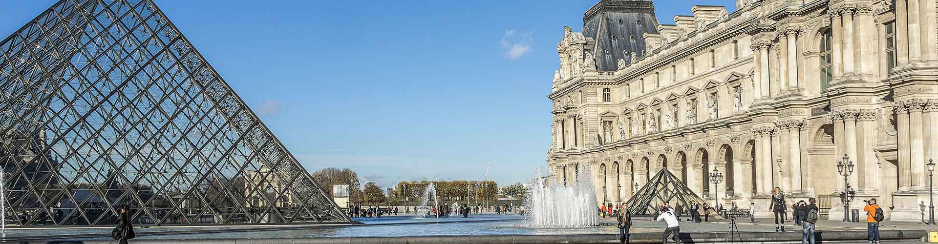 파리 - 지붕 창문에 가까운 호스텔. 파리의 지도, 파리에 위치한 호스텔에 대한 사진 및 리뷰.