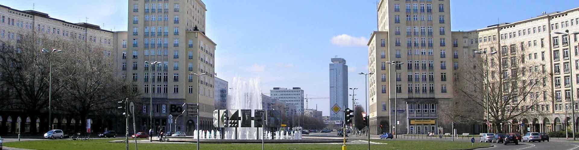 베를린 - 칼 맑스 알리에 가까운 호텔. 베를린의 지도, 베를린에 위치한 호텔에 대한 사진 및 리뷰.