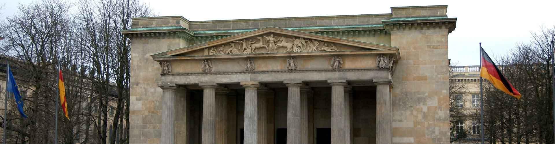 베를린 - 노이에 바헤(전쟁 기념관)과 조이크하우스 켈러(무기저장고)에 가까운 캠핑장. 베를린의 지도, 베를린에 위치한 캠핑장에 대한 사진 및 리뷰.